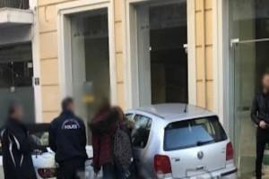 Σοκ στη Λαμία: Αυτοκίνητο μπούκαρε σε κατάστημα! (photo)