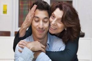 """Άννα, 36 ετών: """"Ο άντρας μου είναι μαμάκιας και ζούμε με την πεθερά μου, έτσι δεν μπορώ να βλέπω τον εραστή μου"""""""