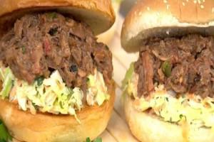 Aπολαυστικό burger με μοσχαρίσιο μπιφτέκι! (Video)