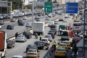 Χάος στην εθνική οδό Αθηνών-Λαμίας! Τεράστιο μποτιλιάρισμα στη λεωφόρο Σχιστού λόγω τροχαίου! (photos-video)