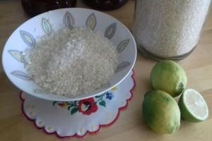 Προσθέτει λεμόνι στην κατσαρόλα με το ρύζι...Αυτό που συμβαίνει θα σας λύσει τα χέρια!