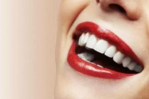 6+1 τροφές που πρέπει να αποφύγετε αν θέλετε να διατηρήσετε αστραφτερό το χαμόγελό σας!