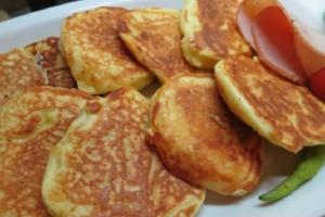 Αφράτες τηγανίτες γιαουρτιού με 4 υλικά!
