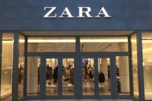 ZARA: Αυτή η λινή μπλούζα ταιριάζει με τα πάντα και κοστίζει μόνο 5,99 ευρώ!