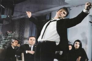 Γιατί οι γυναίκες δεν πρέπει να χορεύουν ζεϊμπέκικο – Ο βαρύς θρήνος του μοναχικού αυτού χορού!