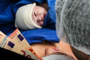 Επίδομα γέννας: Με διαδικασία εξπρές σας δίνονται τα 2.000 ευρώ! Μάθετε πώς θα τα πάρετε!