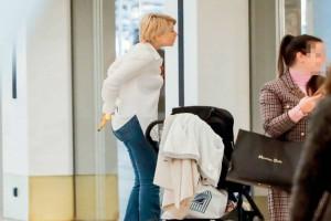 Άβαφη και απλή: Η βόλτα της Σίας Κοσιώνη με το γιο της!