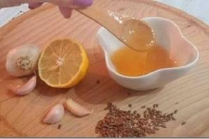 Οι γυναίκες έχουν ξετρελαθεί με αυτό το μυστικό! Χρειάζεται να έχεις λεμόνια, μέλι και σκόρδο!