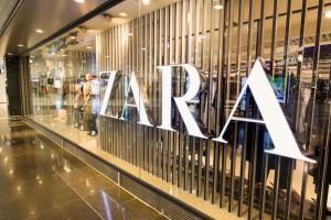 ZARA: Το ασύμμετρο φόρεμα με τον πιο φινετσάτο συνδυασμό που είναι ιδανικό για όλες τις ώρες! Έχει έκπτωση και πλέον κοστίζει 9 ευρώ από 35!