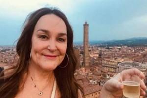 42χρονη βγάζει selfie στο καινούριο της σπίτι. Αυτό που εντόπισε πίσω της θα κάνει το αίμα σας να παγώσει!