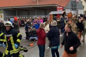 Αυτοκίνητο έπεσε επάνω σε πλήθος σε καρναβάλι- 15 τραυματίες!