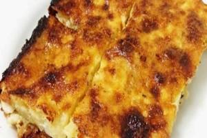 Δε θα ξεκολλάς αν φτιάξεις αυτή την τυρόπιτα με τραχανά χωρίς φύλλο!