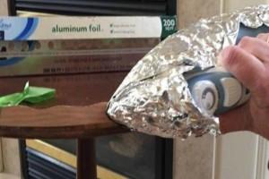Τύλιξε το σίδερο με αλουμινόχαρτο και σιδέρωσε το τραπέζι! Όταν δείτε τον λόγο θα τρέξετε να το κάνετε!