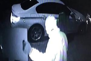 Νόμιζε ότι του έκλεψαν το αυτοκίνητο αλλά το βρήκε με μία κρυφή κάμερα που του αποκάλυψε ένα μεγαλύτερο και χειρότερο μυστικό…