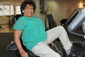 100 χρονών γιαγιά πάει στο γυμναστήριο και... Αυτό που συμβαίνει μετά θα σας αφήσει άφωνους!