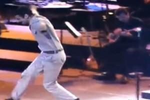 """Ελληνάρας φαντάρος χορεύει ζεϊμπέκικο και προκαλεί συγκίνηση - """"Τρελάθηκαν"""" όλοι"""