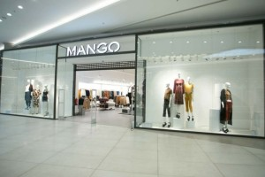 Χαμός για αυτό το κροκό πέδιλο με τακούνι στα Mango - Κοστίζουν μόνο 19,99€