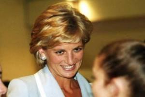 Ζωντανή η πριγκίπισσα Νταϊάνα; Πήρε «φωτιά» το Buckingham!
