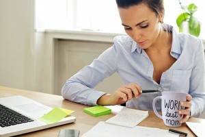 Εισφορές: Παραμένουν μειωμένες για τις εργαζόμενες μητέρες με υπουργική «σφραγίδα»!