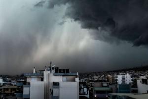 Καιρός σήμερα: Χειμωνιάτικο το σκηνικό - Βροχές, άνεμοι και... χιόνια!