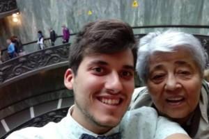 Εγγονός πήρε την 83χρονη γιαγιά του στην Ρώμη γιατί δεν είχε ταξιδέψει εκτός Ελλάδας εδώ και μισό αιώνα!