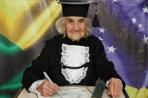 Αυτή η 87χρονη γιαγιά δίνει ένα μάθημα ζωής σε πολλούς νέους...Μόλις δείτε τι έκανε θα την θαυμάσετε!