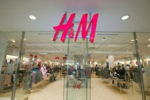 H&M: Βρήκαμε το απόλυτο αξεσουάρ της φετινής σεζόν που έχουν λατρέψει όλες οι influencers με λιγότερο από 10€!