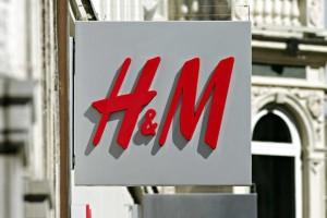 H&M: To cigarette παντελόνι είναι ό,τι πιο σωστό μπορείς να αγοράσεις! Πάει σε όλες και είναι σε τιμή σοκ!