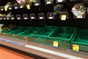 Σκηνές χάους στα σούπερ μάρκετ της Ιταλίας - Πολίτες αδειάζουν τα ράφια λόγω κορωναϊού! (Video)