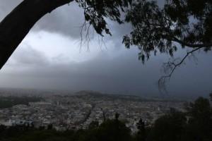 Καιρός: Με χειμωνιάτικη διάθεση και σήμερα - Βροχές, καταιγίδες, θυελλώδεις άνεμοι!