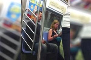 """Κρυφή κάμερα """"έπιασε"""" διάσημο ηθοποιό να κάνει αυτό σε μια γυναίκα στο μετρό- Δεν πάει το μυαλό σας"""