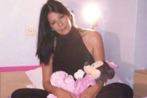 Σε κλίμα βαθιάς οδύνης η κηδεία του μοντέλου Μαρίας Μαχαίρα:  Τραγική φιγούρα η κόρη της μέσα στην αγκαλιά της Βάνας Μπάρμπα! (photos)
