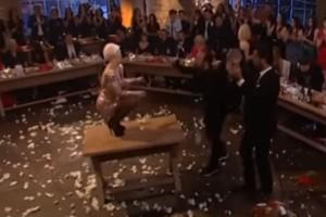 Θεοπάλαβο τσιφτετέλι: Κορίτσαρος ανέβηκε στο τραπέζι του Σπύρου Παπαδόπουλου και... απογείωσε την τηλεθέαση!