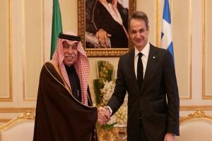 Συνάντηση Μητσοτάκη με τον Σαουδάραβα βασιλιά - Στο φόντο η διεύρυνση της συνεργασίας των δύο χωρών (video)