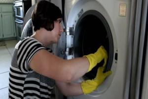 Μυρίζουν άσχημα τα ρούχα σας όταν τα βγάζετε από το πλυντήριο; Δεν πάει το μυαλό σας στον λόγο!