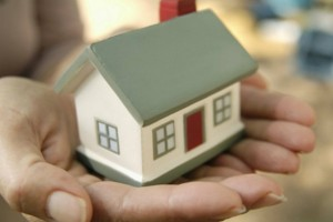 Σοκ! Στο «σφυρί» η πρώτη κατοικία! Δείτε πώς μπορείτε να την προστατεύσετε!