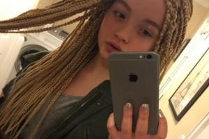 12χρονη έφηβη ανέβασε αυτή την selfie στο διαδίκτυο και λίγα λεπτά προκάλεσε οργή! Ο λόγος; Δείτε καλύτερα...