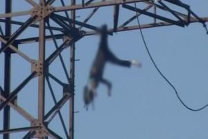 12χρονη ανέβηκε σε ένα πύργο για να βγάλει selfie- Λίγα δευτερόλεπτα μετά έγινε κάτι που θα σας τρομάξει
