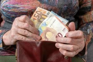 Προ των πυλών η καταβολή των συντάξεων Μαρτίου: Αναλυτικά οι ημερομηνίες ανά Ταμείο!
