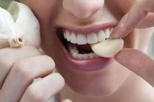 Κρατήστε στο στόμα σας ένα σκόρδο...Μετά από 30 λεπτά θα μείνετα άφωνοι από το αποτέλεσμα