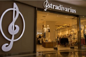 Stradivarius: Αυτή είναι η paperbag τζιν φούστα που δεν θα θες να αποχωριστείς!