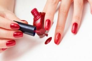 Αθώα βερνίκια νυχιών συνδέονται άμεσα με τον καρκίνο- Μεγάλη προσοχή με...