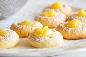 Αφράτα και νόστιμα μπισκότα με κρέμα λεμονιού