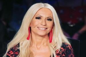 Μαρία Μπακοδήμου: Έβαλε νήματα στο πρόσωπο