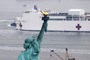 Αχτίδα ελπίδας στη Νέα Υόρκη - Έφτασε το πλωτό νοσοκομείο!