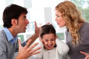 Ζέτα: Ο άνδρας μου φροντίζει τη μητέρα του και όχι εμένα και το παιδί μας, τον απειλώ ότι θα φύγω