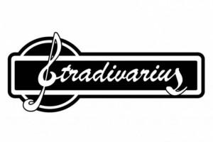 E shop Stradivarius: Βρήκαμε το πιο ιδιαίτερο λευκό T shirt με βάτες με μόλις 9,99€!
