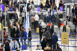 Κορωνοϊός: Έτοιμη να κλείσει τα αεροδρόμια η Κυβέρνηση!