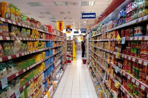 Κορωνοϊός: Προς μονοδρόμηση των διαδρόμων στα σούπερ μάρκετ προχωρά η Κυβέρνηση