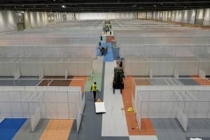 Αποκαλυπτικές φωτογραφίες: Το νοσοκομείο που φτιάχνεται στο Λονδίνο αποκλειστικά για τον κορωνοϊό